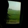 ジョグジャカルタ行きエグゼクティブ列車・・・だが窓は割れていた
